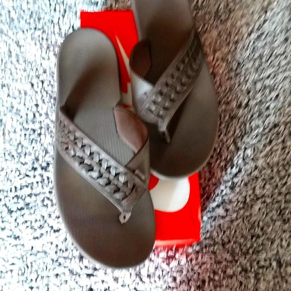 Nike brown flip flop